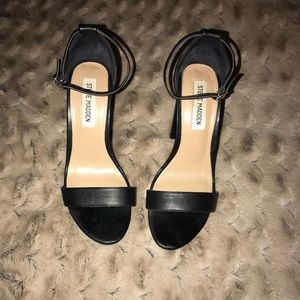 Gently worn Steve Madden Carrson Sandals